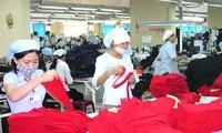 การส่งออกสิ่งทอและเสื้อผ้าสำเร็จรูปในปี 2013 อาจบรรลุ 1 หมื่น 9 พันล้านเหรียญสหรัฐ