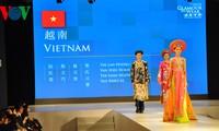 เวียดนามเข้าร่วมการเดินแฟชั่นชุดประจำชาติ Áo dài ในงานนิทรรศการแฟชั่นอาเซียน-จีนปี 2014