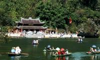 จ่างอาน เป็นแหล่งท่องเที่ยว ที่ตั้งอยู่ทางตอนใต้ของสามเหลี่ยมปากแม่น้ำแดง ในจังหวัดนิงบิ่งห์
