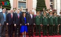รัฐมนตรีกลาโหมสหรัฐ แอซตัน คาร์เตอร์ เยือนเวียดนาม