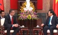 ประธานประเทศ เจืองเติ๊นซาง ให้การต้อนรับรัฐมนตรีว่าการกระทรวงกลาโหมสโลวาเกีย