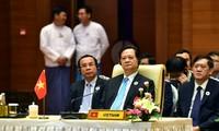 นายกรัฐมนตรี เหงียนเติ๊นหยุง เดินทางถึงพม่า