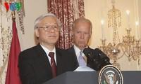 ท่าน เหงียนฟู้จ่อง เลขาธิการใหญ่พรรคคอมมิวนิสต์เวียดนามเข้าร่วมงานเลี้ยงของรัฐบาลสหรัฐ