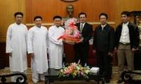 รองประธานแนวร่วมปิตุภูมิเวียดนามให้การต้อนรับคณะผู้มีสมณศักดิ์ของสมาคมศาสนากาวด่ายเวียดนาม