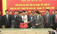 ขยายการพบปะสังสรรค์มิตรภาพระหว่างจังหวัดในเขตชายแดนเวียดนาม-จีน