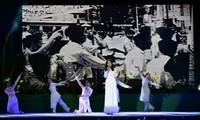 """รายการศิลปะ """"เวียดนามที่ฉันภาคภูมิใจ"""" ในโอกาสฉลอง 71 ปีวันลุกขึ้นสู้ในภาคใต้เวียดนาม"""