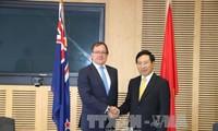 รองนายกรัฐมนตรีและรัฐมนตรีต่างประเทศ ฝ่ามบิ่งมิงห์ เจรจากับรัฐมนตรีต่างประเทศนิวซีแลนด์