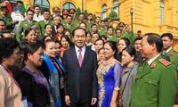 ประธานประเทศ เจิ่นด่ายกวาง พบปะกับผู้แทนดีเด่นในการป้องกันและปราบปรามยาเสพติด