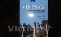 """เปิดตัวหนังสือ """"เวียดนาม-ดาวรุ่งเอเชียก้าวรุดหน้าไปจากความเสียหายของสงคราม"""""""