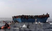 ช่วยชีวิตผู้อพยพเกือบ 1 พันคนกลางทะเลลิเบีย