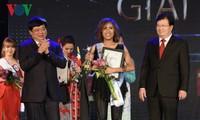 พบปะกับ Darlin Joy Baje นักร้องที่คว้าแชมป์ในการประกวดเสียงเพลงอาเซียนบวก 3 ปี 2017