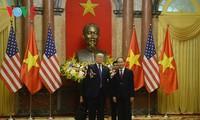 ประธานประเทศ เจิ่นด่ายกวาง เป็นประธานพิธีต้อนรับประธานาธิบดีสหรัฐ โดนัลด์ ทรัมป์