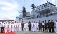 เรือของกองทัพเรือมาเลเซียเข้าเทียบท่าเรือในนครโฮจิมินห์