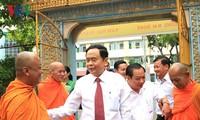 ประธานแนวร่วมปิตุภูมิเวียดนามอวยพรชนเผ่าเขมรในนครเกิ่นเทอในโอกาสฉลองเทศกาลโจลชนัมทาเมย