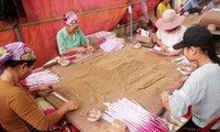 หมู่บ้านประกอบอาชีพผลิตธูปไม้หอมกวี่โจว จังหวัดเหงะอาน