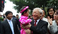 Top leaders join Tet celebrations