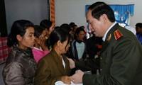 General Tran Dai Quang pays Tet visit to Dak Lak police