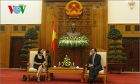 Deputy Prime Minister Hoang Trung Hai receives French Secretary of State