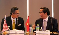 Vietnam, Malaysia share management experience in industrial, economic zones