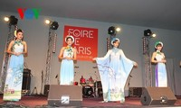 Promoting Vietnam's traditional long dress to the outside world
