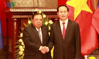 President receives Lao Party General Secretary and President