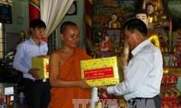 越南南部高棉族同胞举行多项切实活动庆祝传统新年