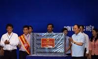 越南党、国家和各级政府一向与工人阶级同行