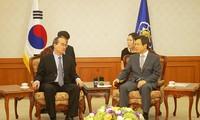 越南祖国阵线中央委员会主席阮善仁结束对韩国的访问