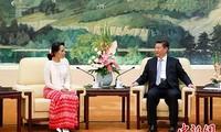 中国国家主席习近平会见缅甸国务资政昂山素季