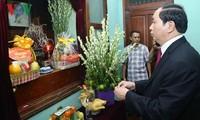 越南国家主席陈大光上香缅怀胡志明主席