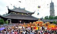 越南全国各地为2017年春节庙会做好准备