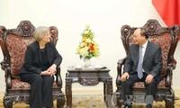 越南政府总理阮春福会见哈佛大学校长