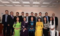 阮氏金银会见旅居欧洲越南人代表