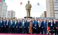 俄罗斯乌里扬诺夫斯克市的胡志明主席塑像落成