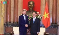 越南国家主席陈大光会见美国前国务卿克里