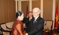 推动越柬团结友好长期发展