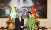 阮富仲会见缅甸国务资政昂山素季