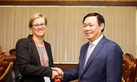 越南政府副总理王庭惠会见德国驻越大使馆发展参赞
