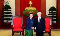 阮富仲会见老挝人民革命党中央对外联络部代表团