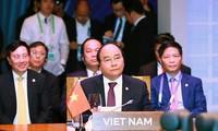 阮春福与出席第31届东盟峰会的伙伴方出席东盟峰会系列会议