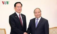 阮春福会见韩国国防部长宋永武