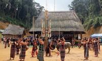 Co Tu사람들의 삼림감사축제