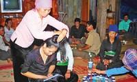 Son La성 Thai den사람의 결혼 풍속