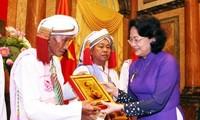 Dang Thi Ngoc Thinh reçoit la délégation des dignitaires religieux de Binh Thuan