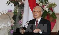 Nguyen Phu Trong visite le Centre d'études stratégiques et internationales