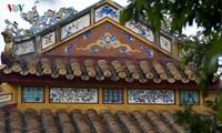 La littérature gravée sur l'architecture royale de Hue exposée à Hanoï