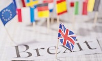 """Brexit: l'UE prête à un accord commercial """"ambitieux"""" avec Londres, mais sous condition"""