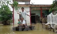 Оказание помощи жителям, пострадавшим от наводнения в Центральном Вьетнаме