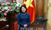 Данг Тхи Нгок Тхинь приняла делегацию депутатов парламента разных периодов от провинции Виньлонг