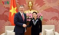 Председатель НС СРВ приняла послов США и Канады во Вьетнаме